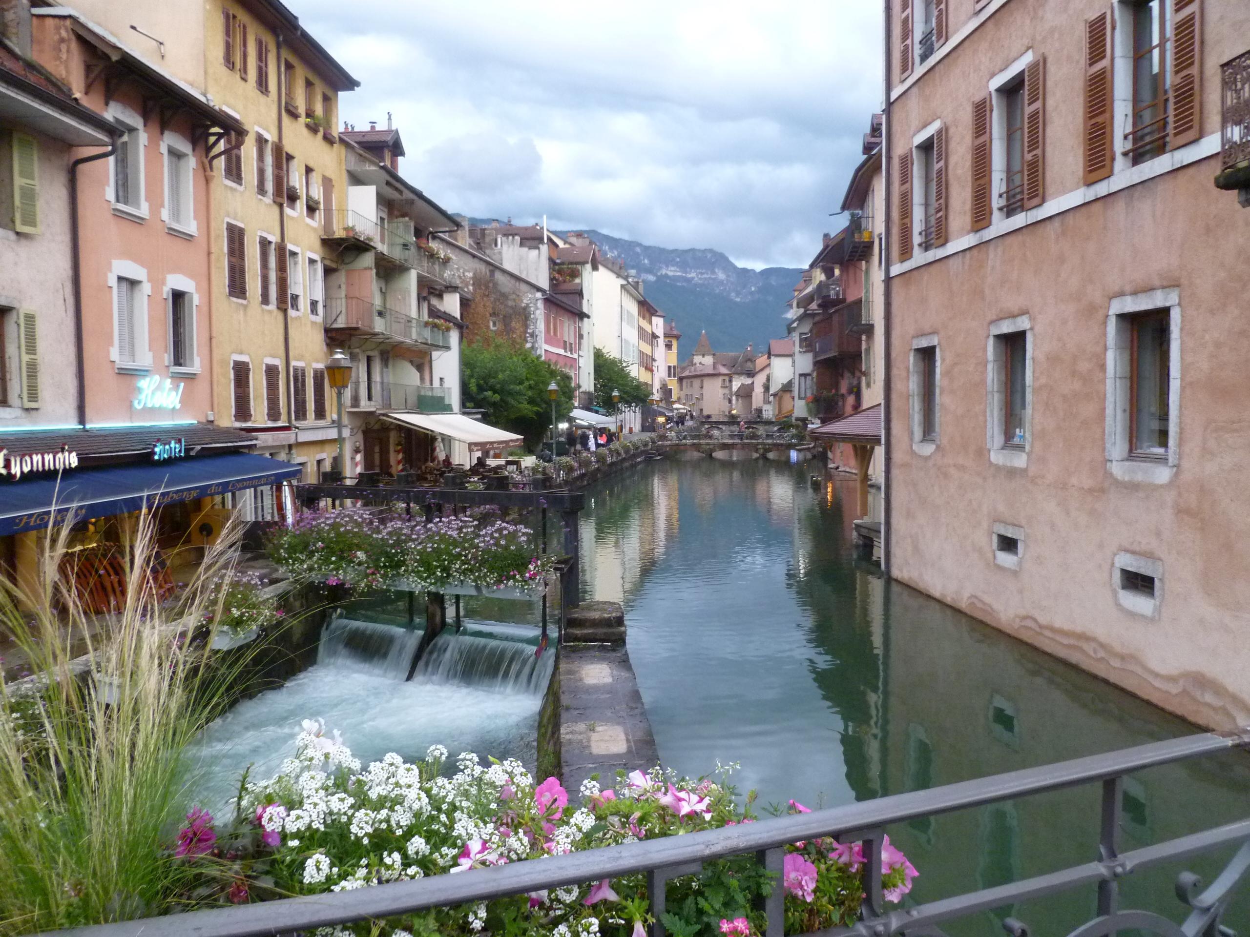 Vieille ville annecy canaux l 39 atypique blog for Piscine aix les bains